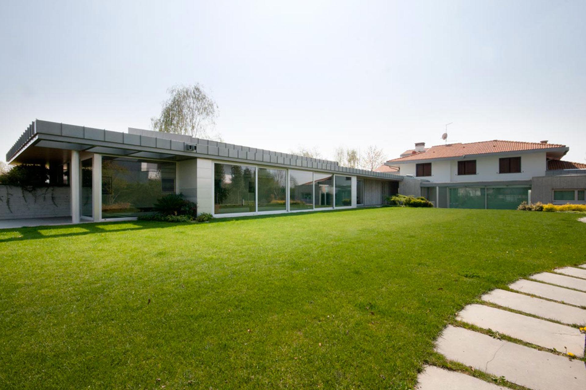 installazione serramenti scorrevoli bianchi udine casa privata 2