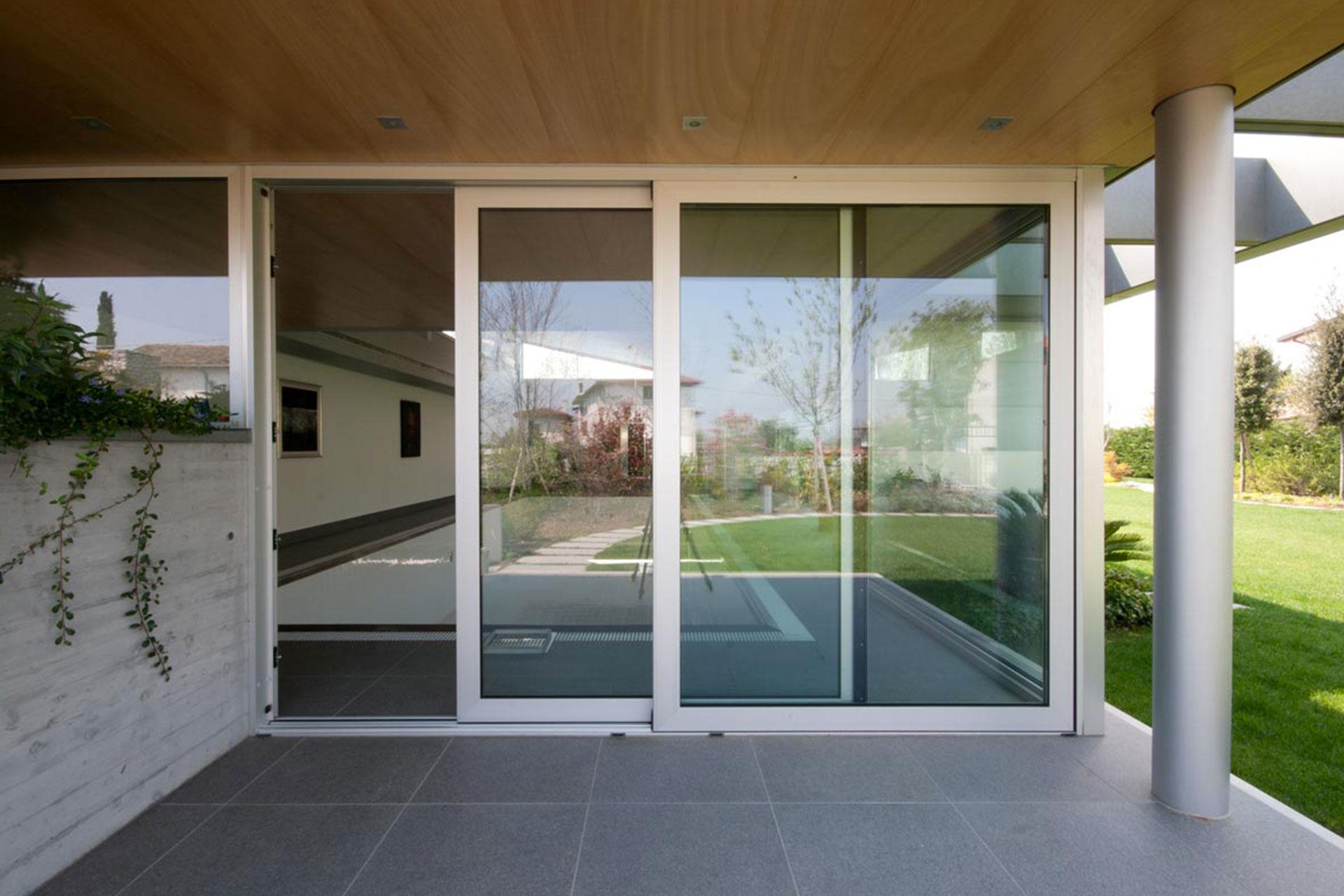 installazione serramenti scorrevoli chiari udine casa privata