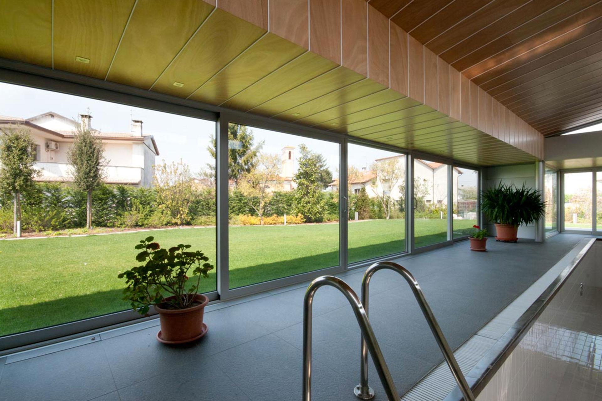 installazione infissi chiari udine casa privata