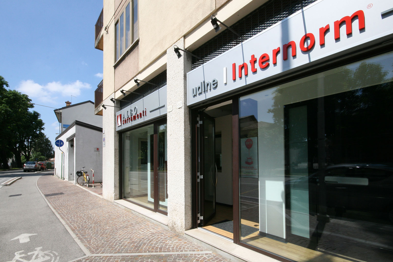 Showroom Albo Serramenti infissi - Internorm